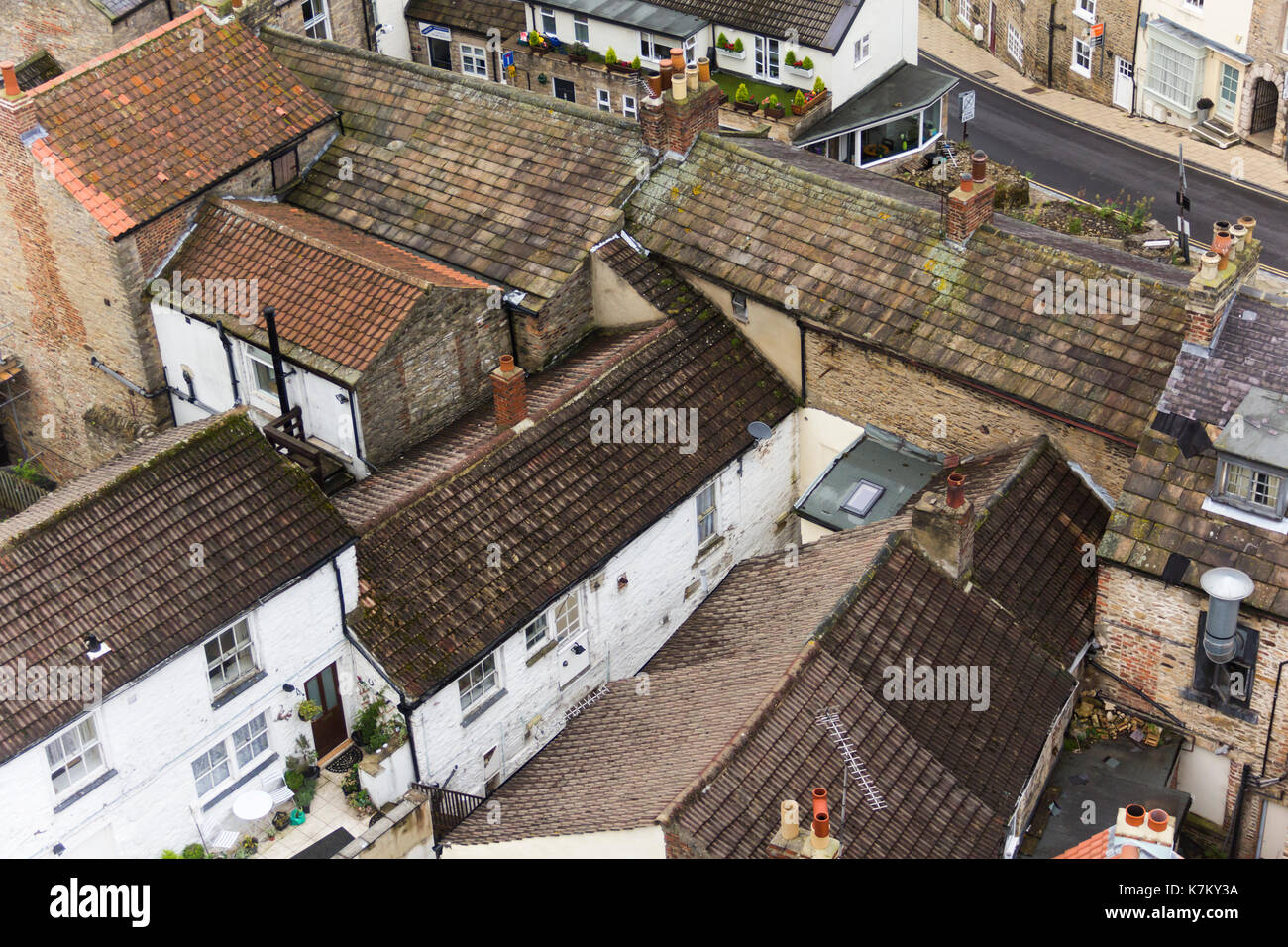 High angle view of the rooftops of buildings in Richmond, Yorkshire. - Stock Image