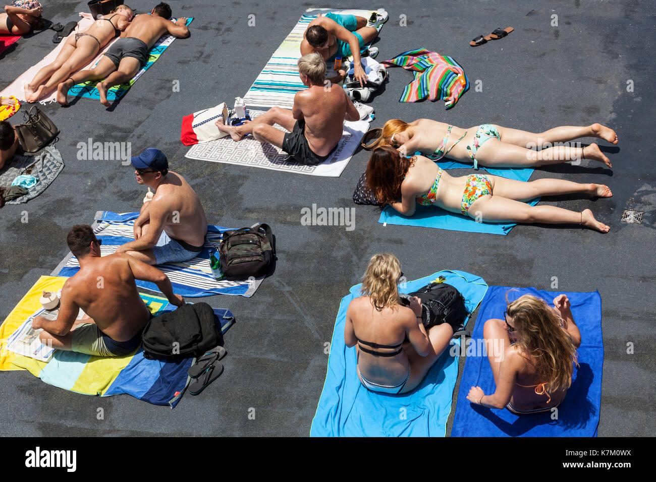sunbathers in Sydney, NSW, Australia - Stock Image