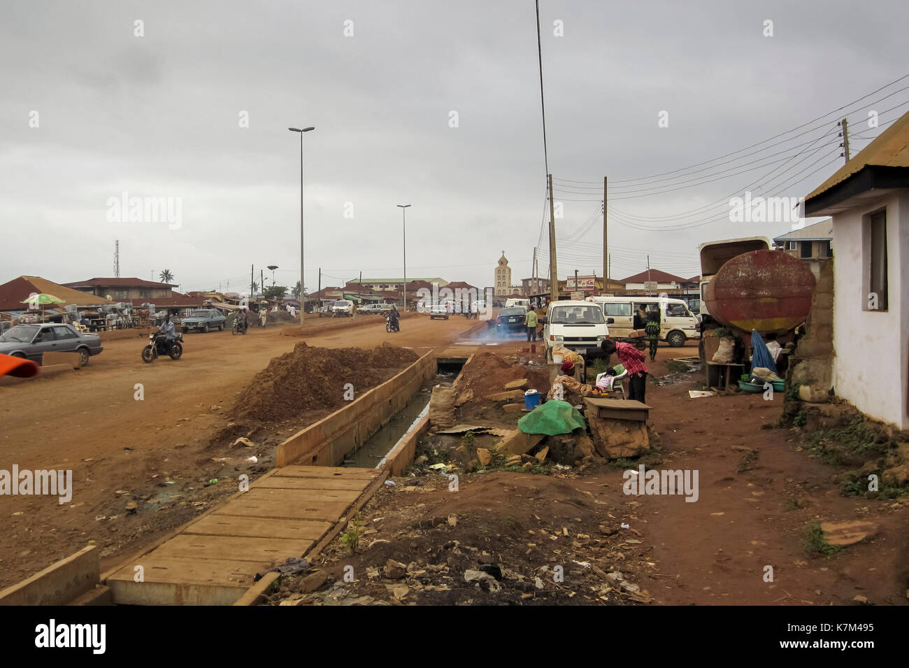 Street view with people and cars in the city of Akure, the largest city in Ondo State, Nigeria - Stock Image