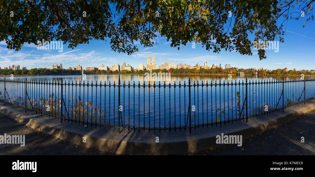 Upper West Side across Central Park Reservoir in Fall. Manhattan, New York City - Stock Image