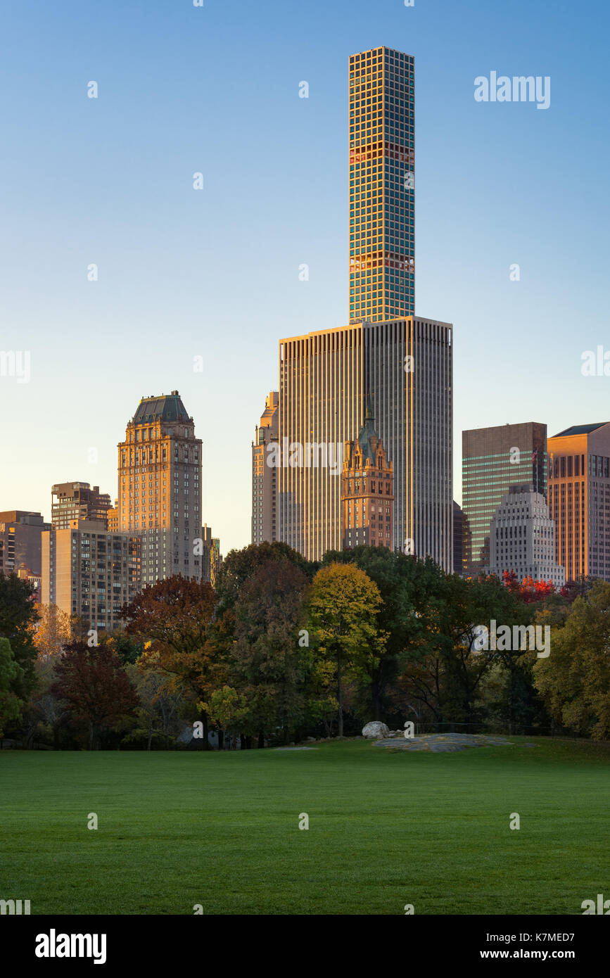 432 Park Avenue skyscraper at sunrise from Central Park Sheep Meadow. Manhattan, New York CIty - Stock Image