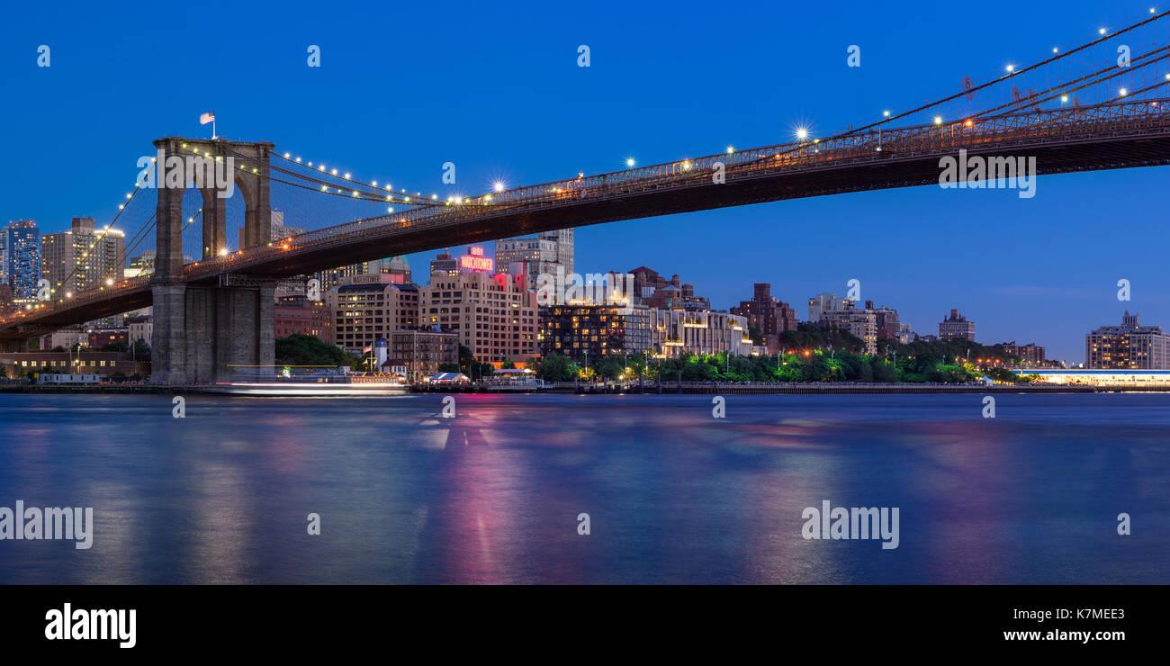 Brooklyn waterfront next to the Brooklyn Bridge Park at twilight. New York CIty - Stock Image