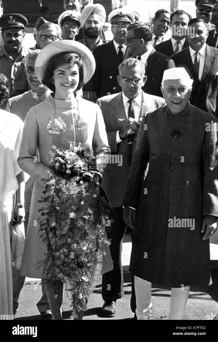First Lady Jacqueline Kennedy and Prime Minister Jawaharlal Nehru at Palam Airport during Mrs. Kennedy's visit to India, Delhi, India, 03/12/1962. - Stock Image