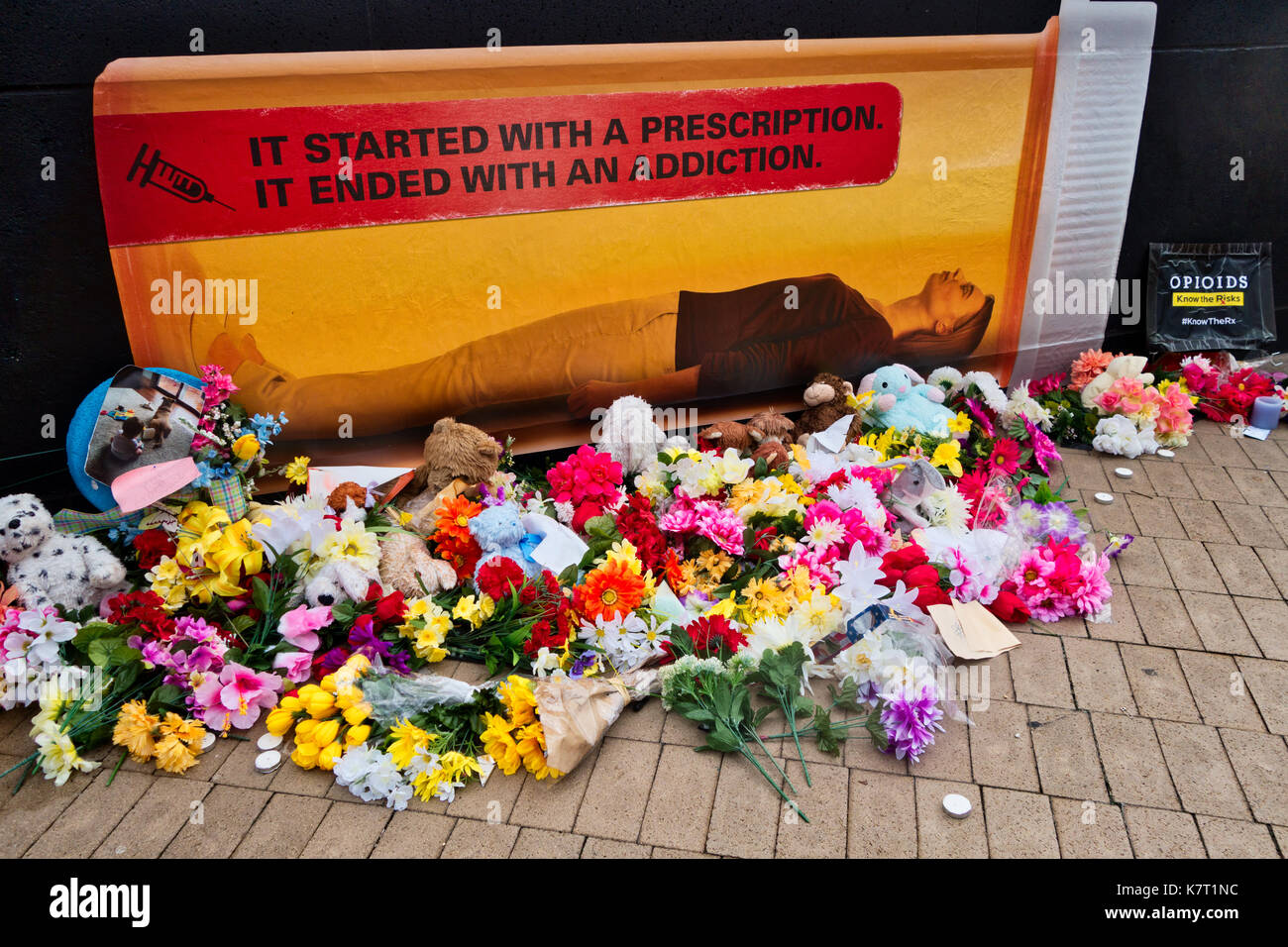 An advertisement discouraging the use of drugs and addiction, surrounded by many tributes of flowers.  Cleveland, Ohio, USA - Stock Image
