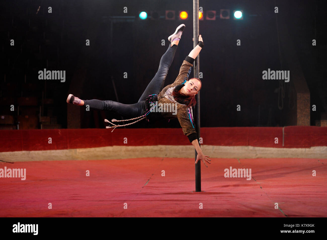 Rehearsal of the National Circus of Ukraine artists. Pole dance (chorde-de-pareil). - Stock Image