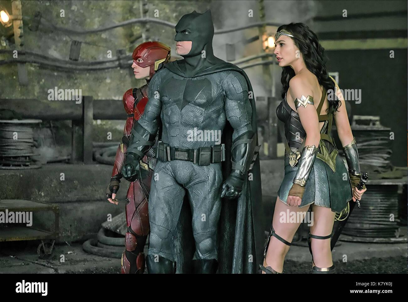 JUSTICE LEAGUE 2017 DC Comics film with from left Ezra Miller, Ben Afleck, Gal Gadot - Stock Image