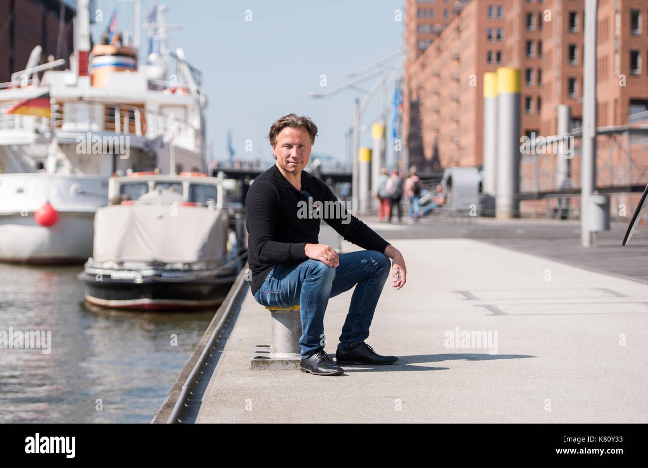 Hamburg, Germany. 29th Aug, 2017. dpa Exclusive - Pianist and conductor Kristjan Jaervi pictured at HafenCity in Hamburg, Germany, 29 August 2017. Photo: Daniel Bockwoldt/dpa/Alamy Live News - Stock Image