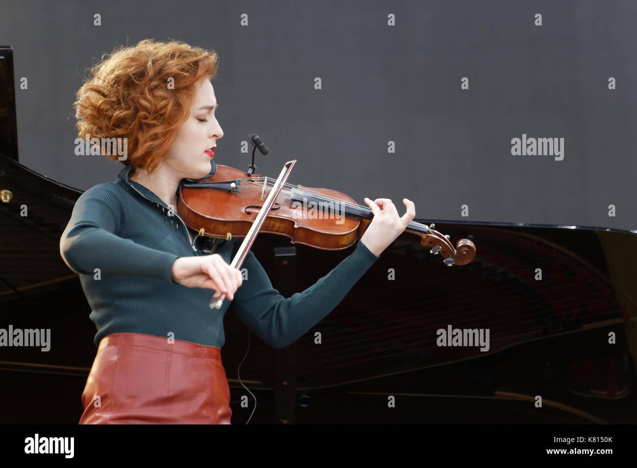 La Courneuve, France. 17th Sep, 2017. Julie Berthollet performs at the Fête de l'humanité, on September 17, 2017 in La Courneuve. Credit: Bernard Menigault/Alamy Live News - Stock Image