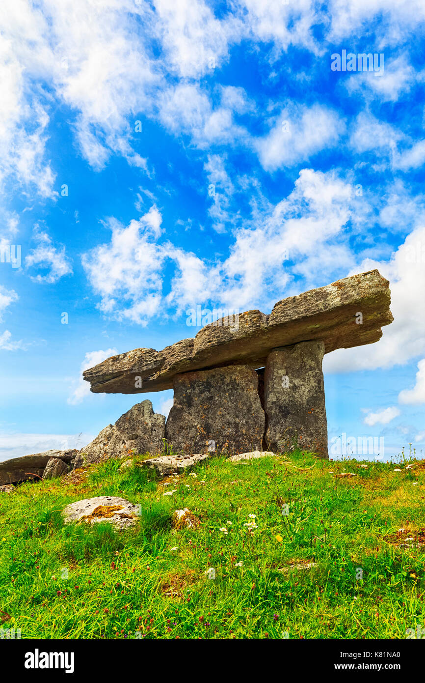 Poulnabrone-Dolmen, Poll na Brón, Portal-Dolmen from the New Stone Age, Megalithic facility in Burren National Park - Stock Image