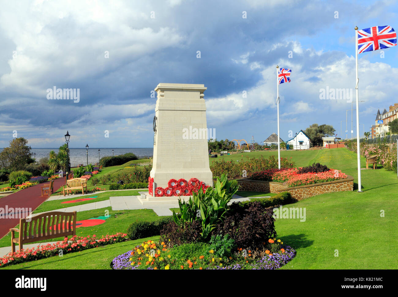 War Memorial, memorials, wreaths, poppies, Union Jack Flag,Flags, Esplanade Gardens, Hunstanton, Norfolk, England, UK, Remembrance - Stock Image