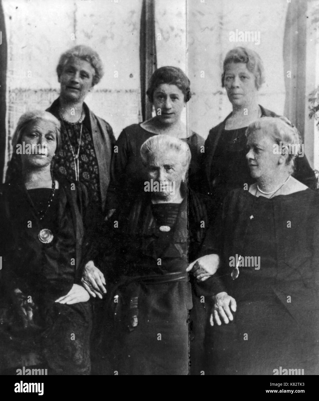 amalia freud, sigmund freud's mother with daughters, 1925 - Stock Image