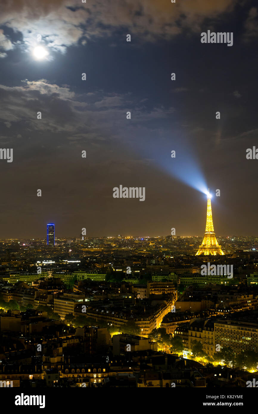 Moonrise over the City and the Arc de Triomphe, Paris, France, Europe - Stock Image