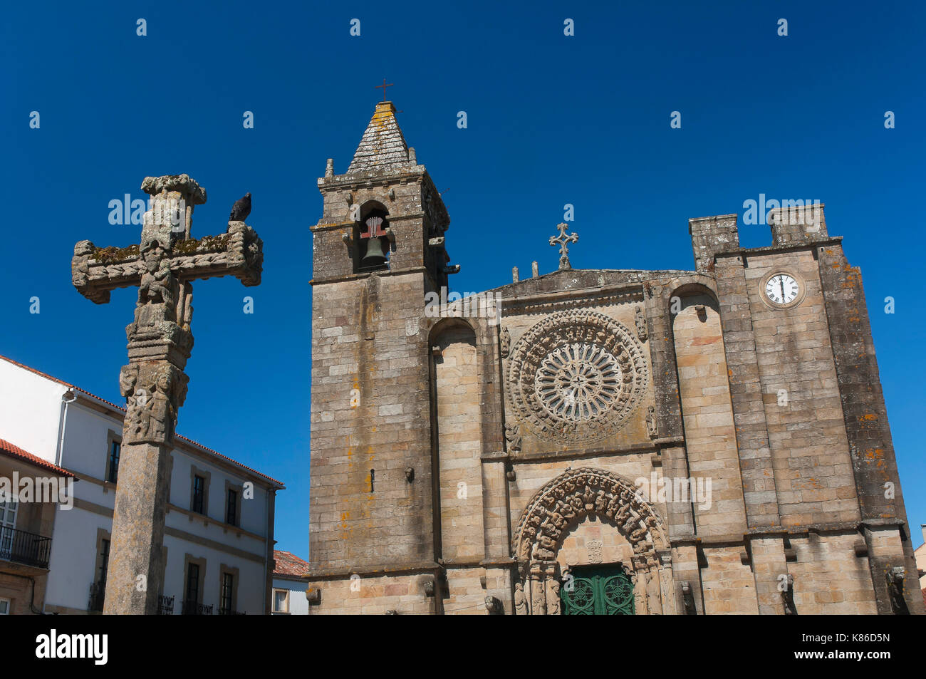 Church of San Martin (15th century) and traditional Cruceiro, Noya, La Coruna province, Region of Galicia, Spain, Europe - Stock Image