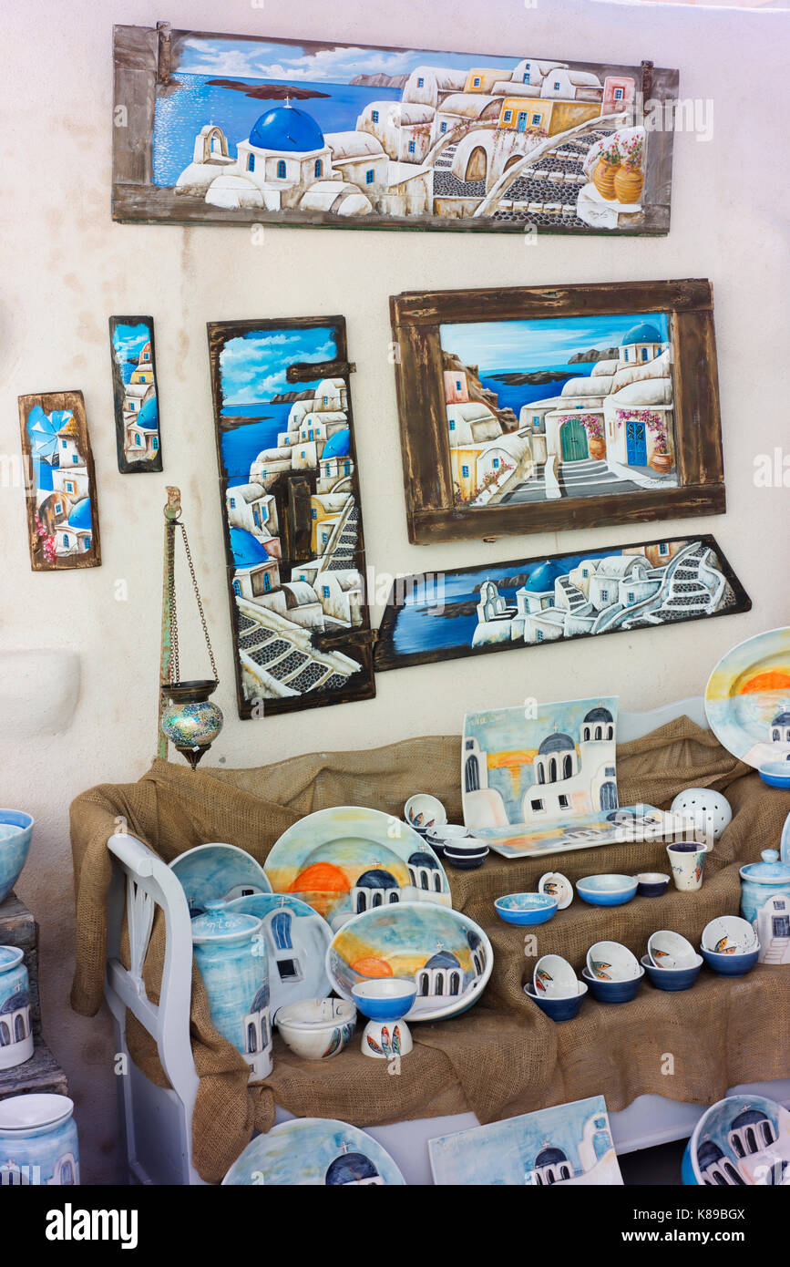 Items for sale depicting typical Greek island scenes on Santorini. - Stock Image