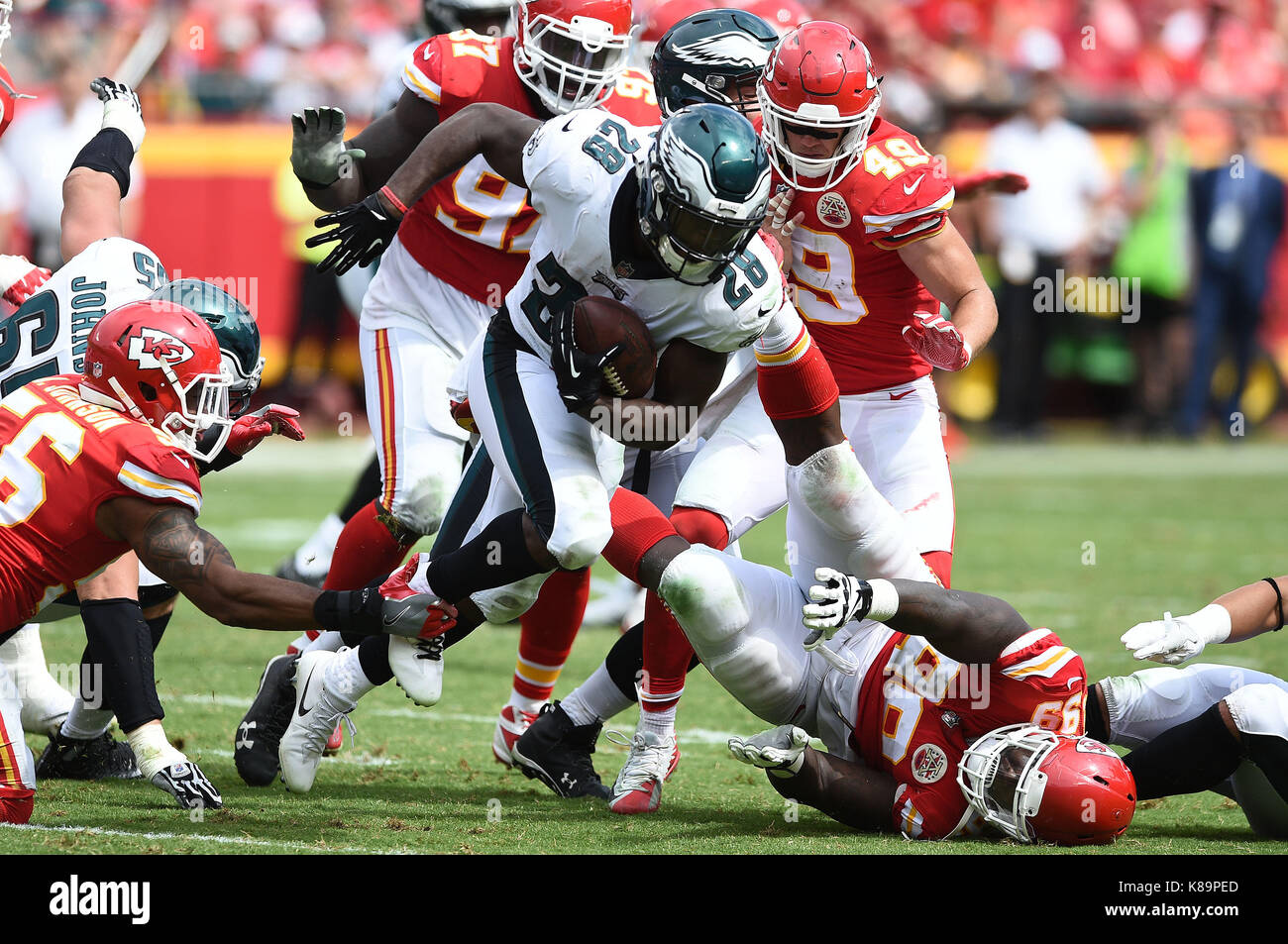 Kansas City, Missouri, USA. 17th Sep, 2017. Kansas City Chiefs inside linebacker Derrick Johnson (56) trips up Philadelphia - Stock Image