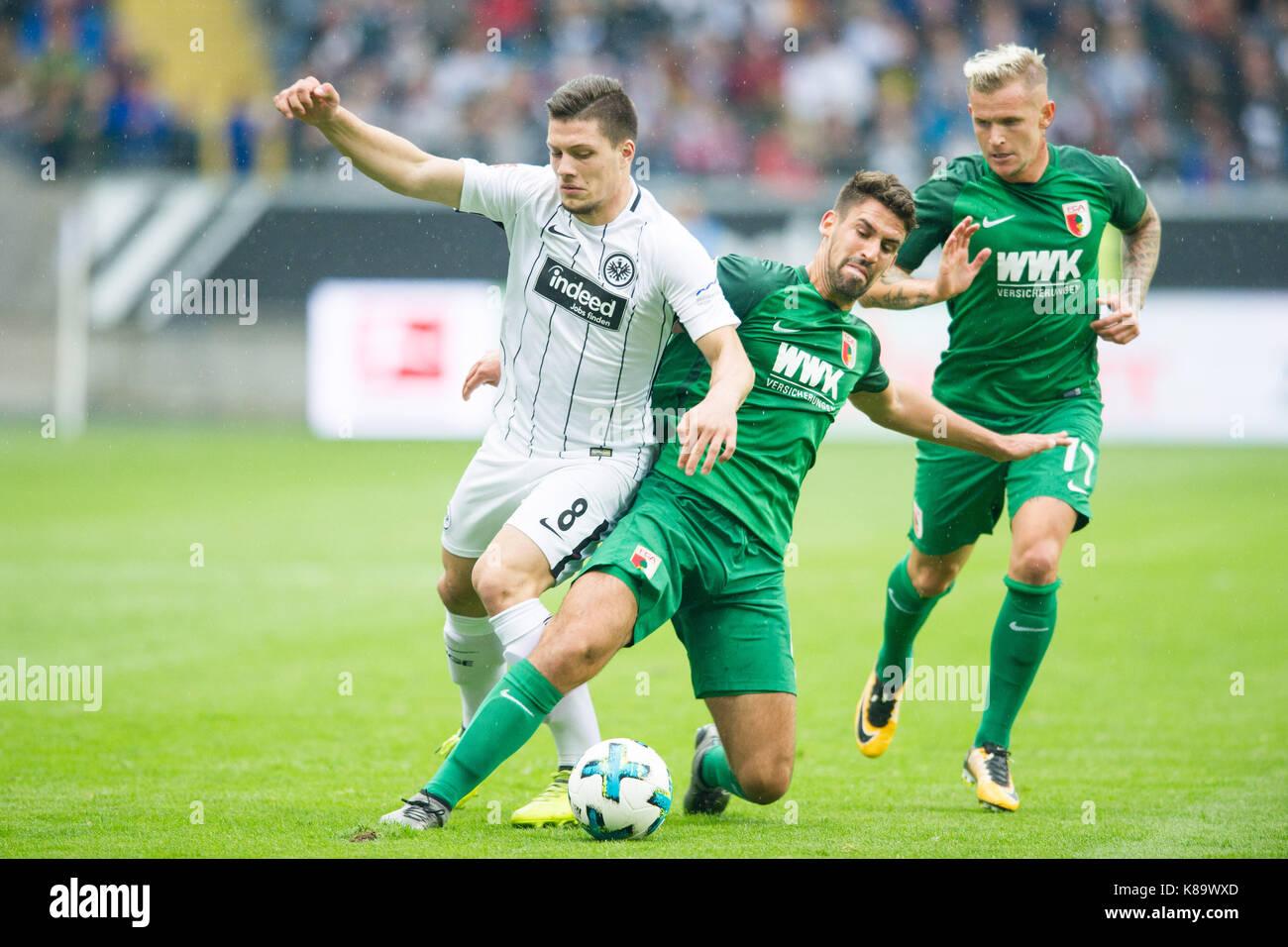 Luka JOVIC (li., F) gegen Rani KHEDIRA (A), Jonathan SCHMID (A) sieht zu, Aktion, Kampf um den Ball, Fussball 1. - Stock Image