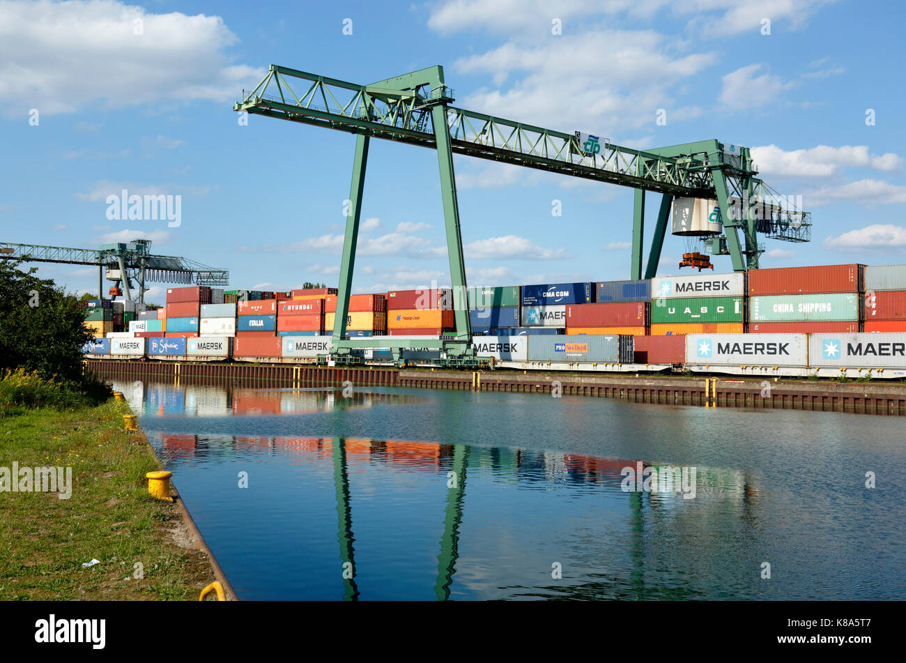 Containerterminal im Hafen von Dortmund, Ruhrgebiet, Nordrhein-Westfalen Stock Photo