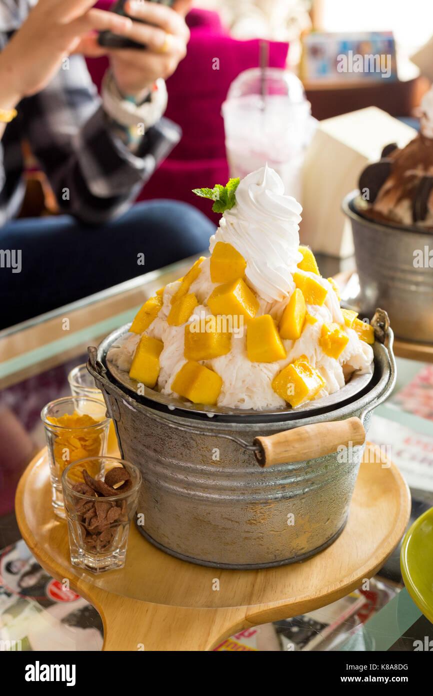 Bingsu Mango Ice Cream Korean Dessert Stock Photo 160036732 Alamy