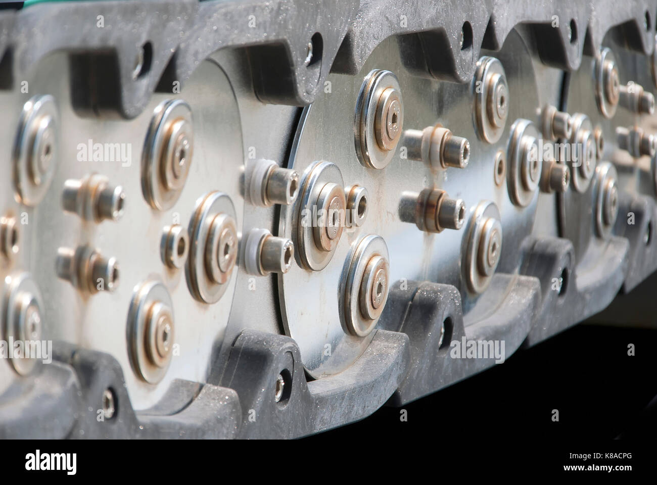 Steel link chain conveyor system Stock Photo: 160040120 - Alamy