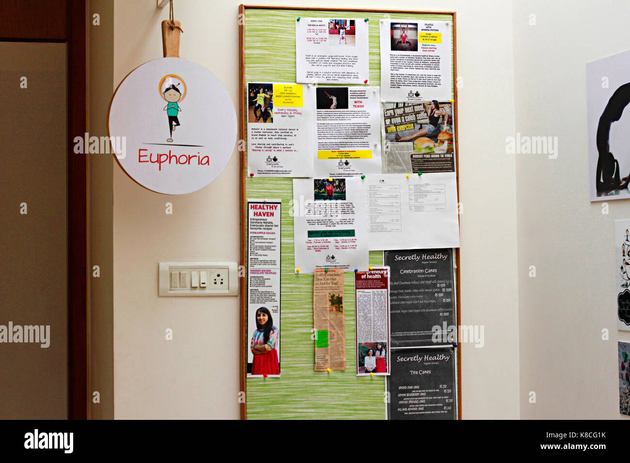 Message board with media coverage and events at a café  in Bangalore - Stock Image