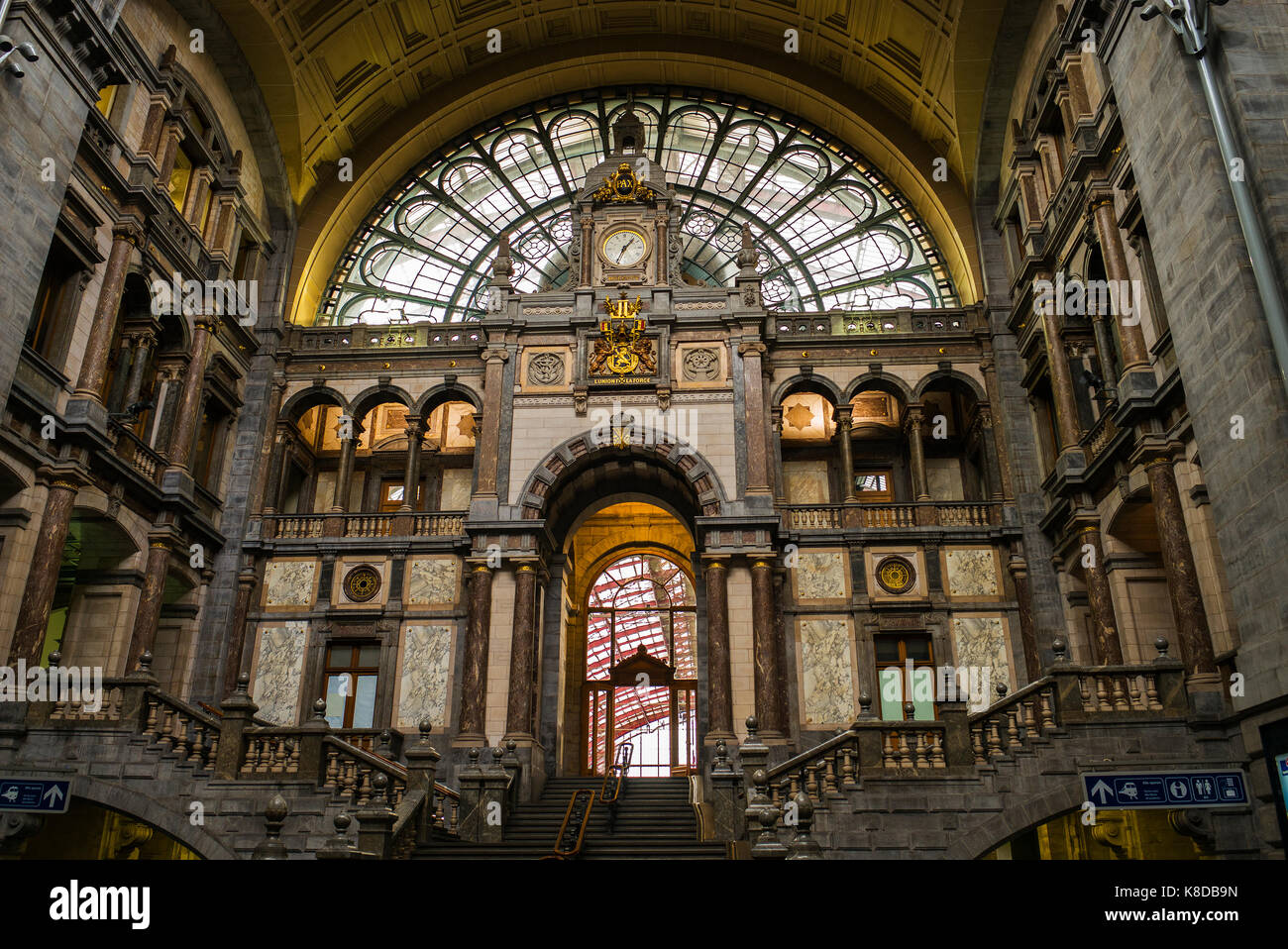 Marble In Antwerpen : The grand waiting and entrance hall of the antwerpen centraal