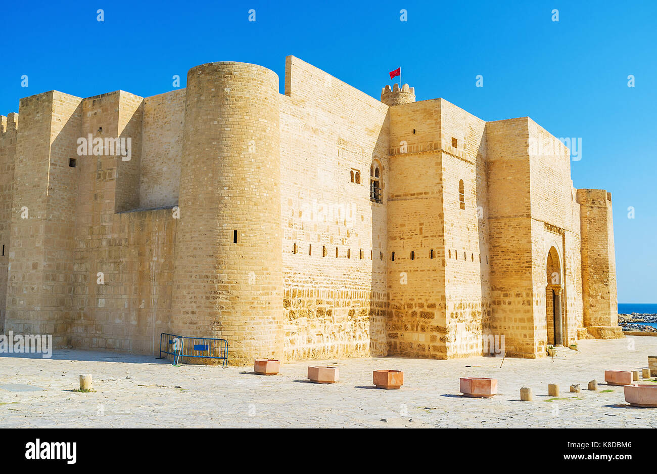The huge walls and old towers of famous fortress of Monastir - Ribat, created during Muslim conquest of the Maghreb, - Stock Image