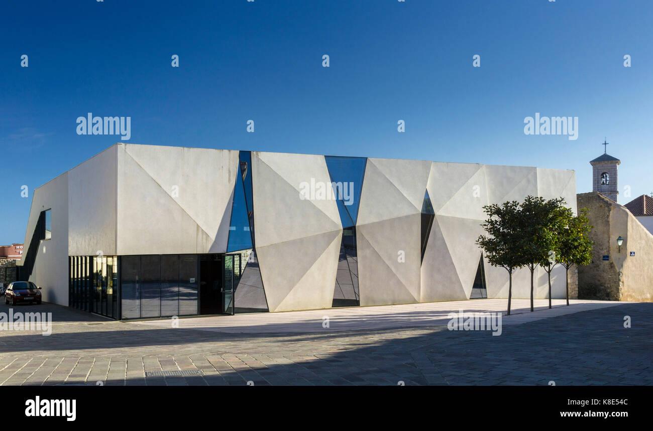 Croatia, modern school new building in Krk, Kroatien, moderner Schulneubau in Krk - Stock Image