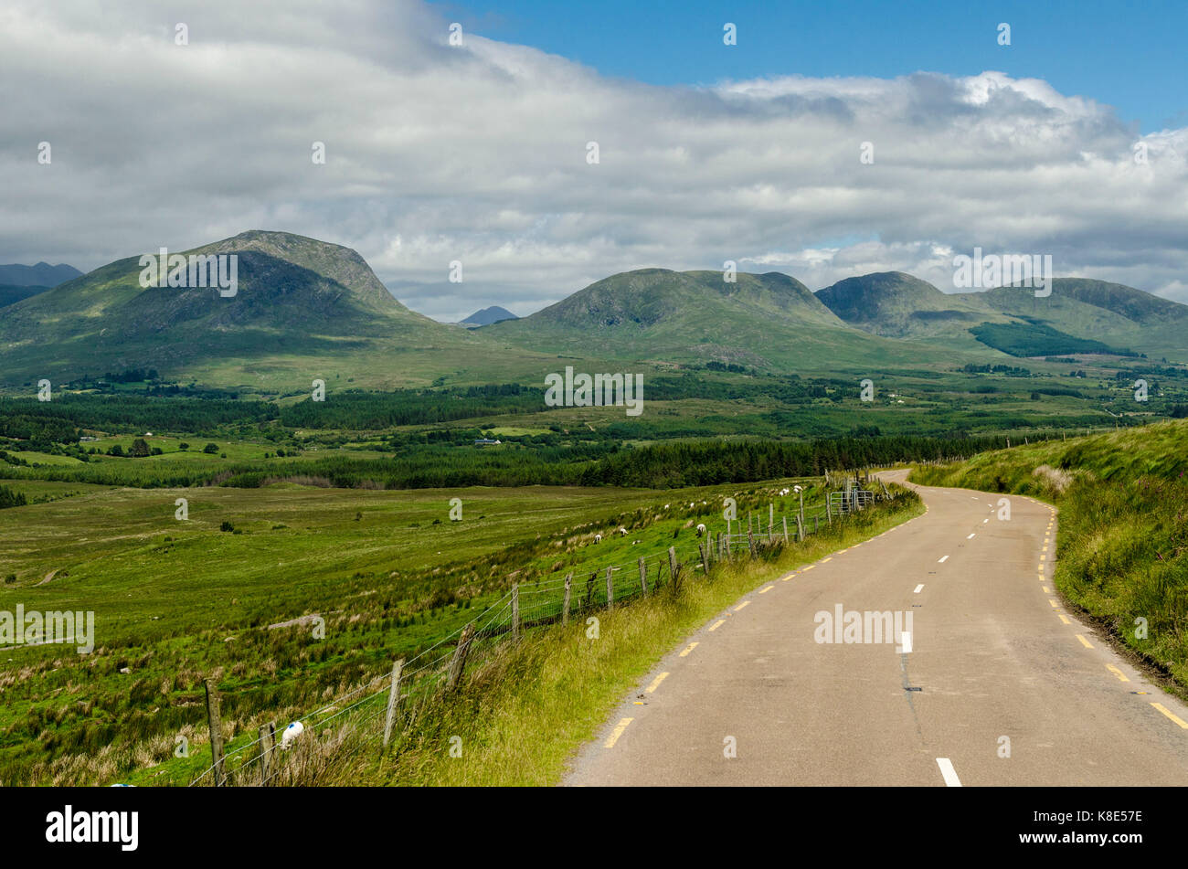 Ireland, middle mountainous region in the ring of Kerry, Irland, Mittelsgebirgslandschaft am Ring of Kerry - Stock Image