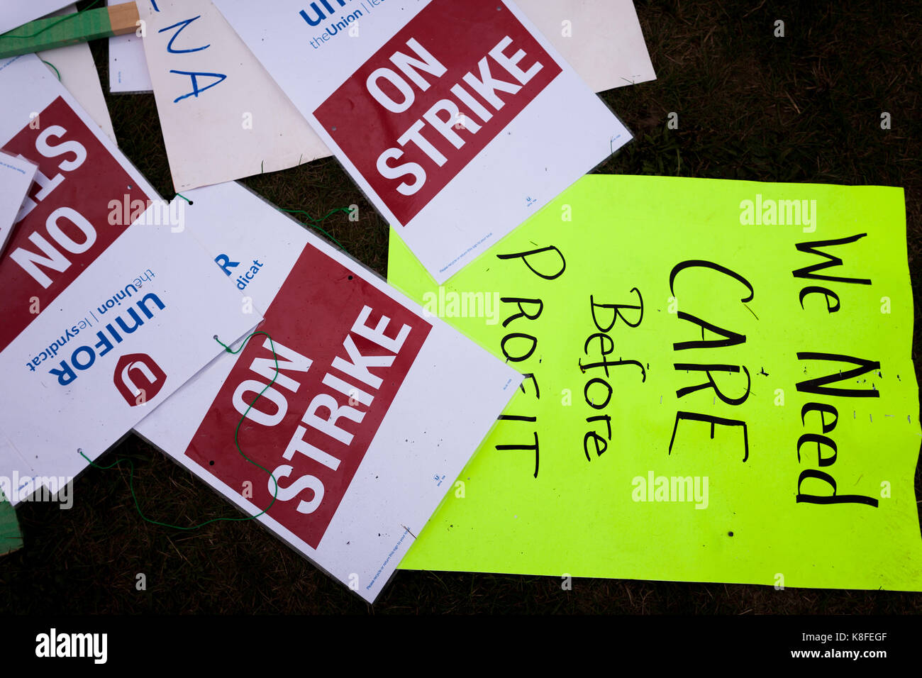 Ingersoll, Ontario, Canada. 19th Sep, 2017. Signs made by workers from Unifor 88 in Ingersoll, ON., on Sept., 17, - Stock Image