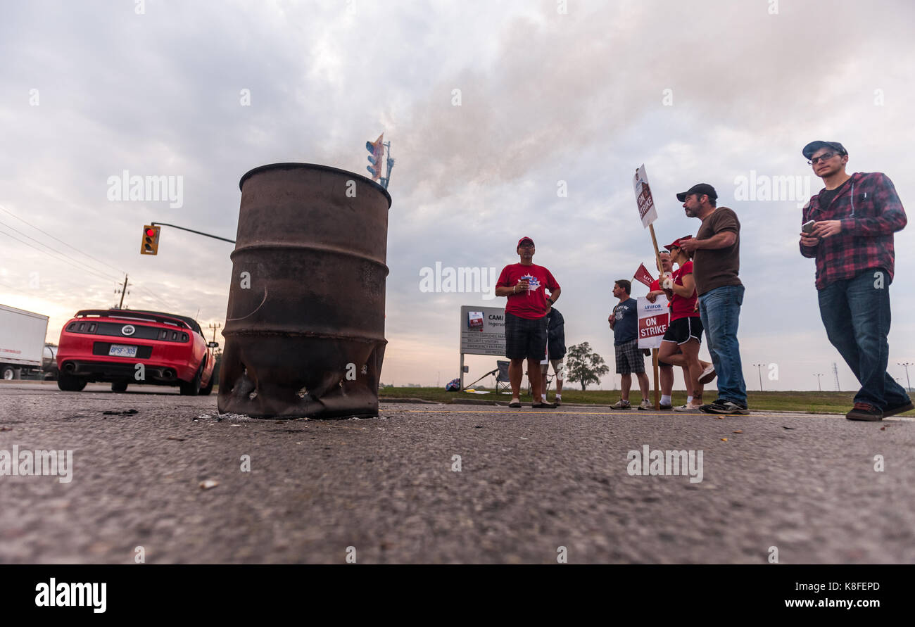 Ingersoll, Ontario, Canada. 19th Sep, 2017. Workers from Unifor Local 88 walk the picket line in front of the CAMI - Stock Image