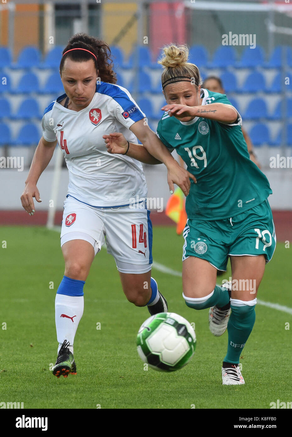 Usti Nad Labem, Czech Republic. 19th Sep, 2017. From left Czech Petra Vystejnova and Svenja Huth of Germany in action - Stock Image