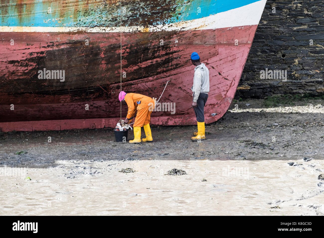 Ship repair - the hull of a fishing trawler being repaired in Padstow Harbour on the North Cornwall coast. - Stock Image