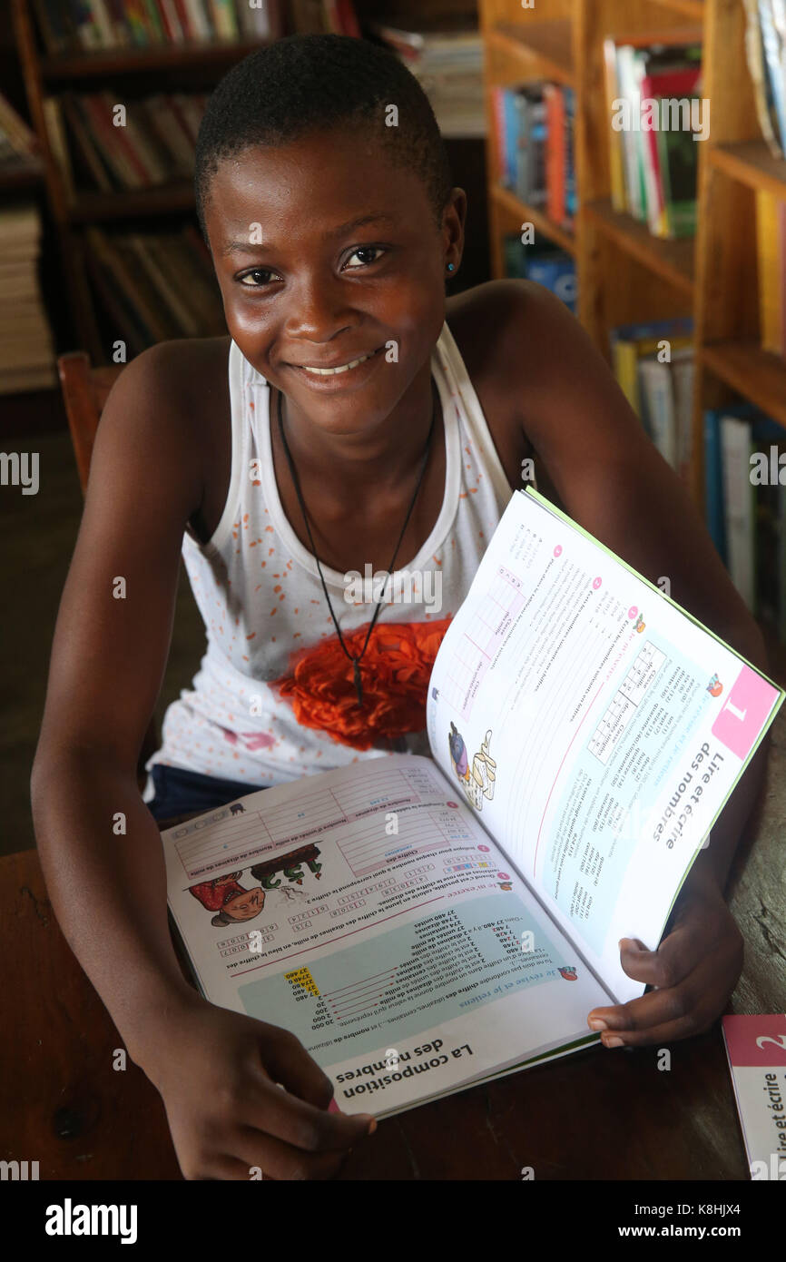 African school sponsored by french ngo : la chaine de l'espoir. the library. lome. togo. - Stock Image
