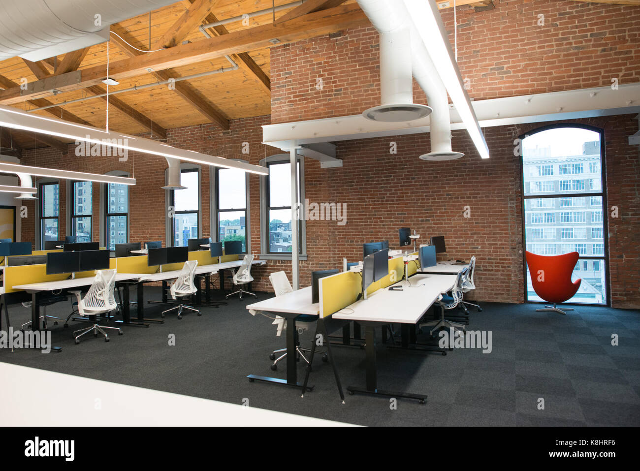 Bon Trendy Modern Open Concept Loft Office Space With Big Windows, Natural Light  And A Layout To Encourage Collaboration, Creativity And Innovation
