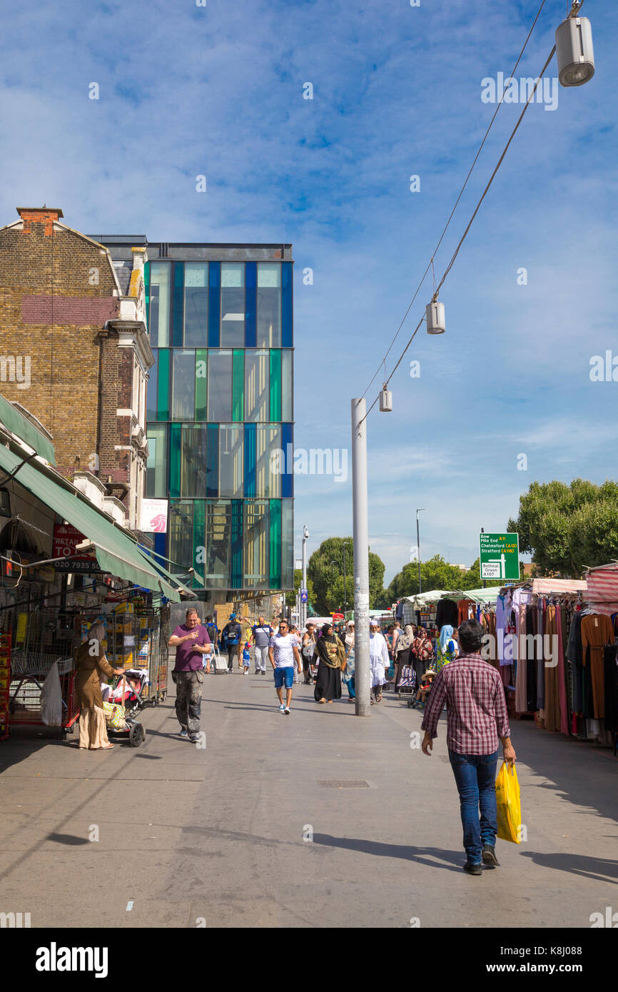 Whitechapel Road market with the modern Idea Store building in the background, London, UK - Stock Image