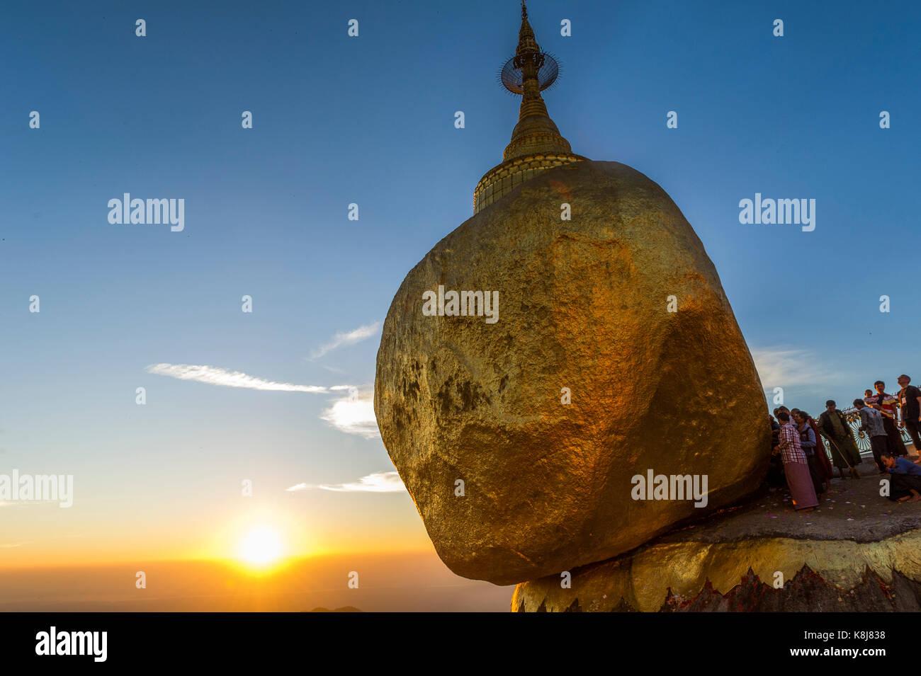 Myanmar (formerly Burma). Kyaiktiyo. State Mon. Sacred site of the golden rock - Stock Image