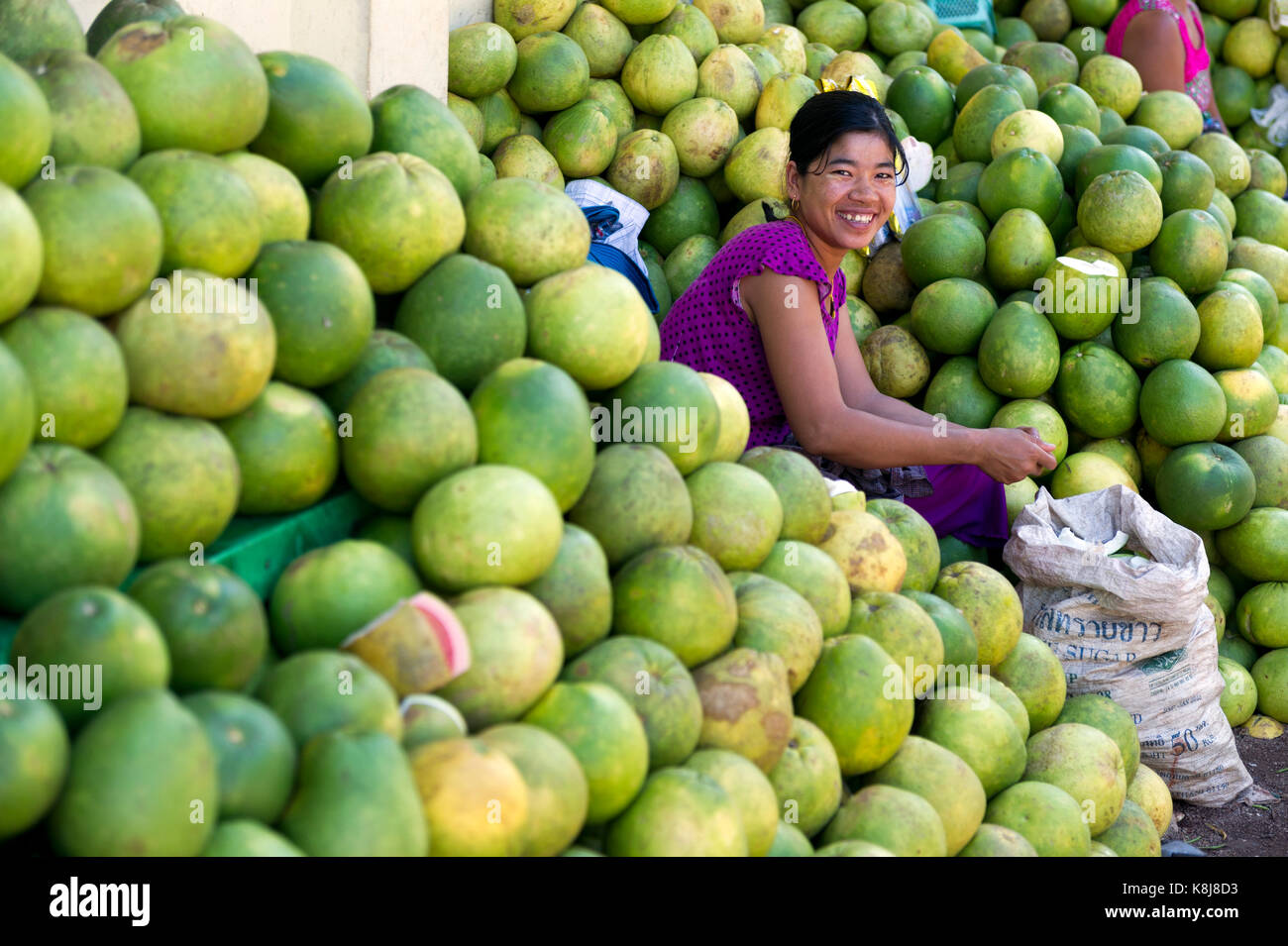 Myanmar (formerly Burma). Kyaiktiyo. State Mon. Grapefruit saleswoman Stock Photo