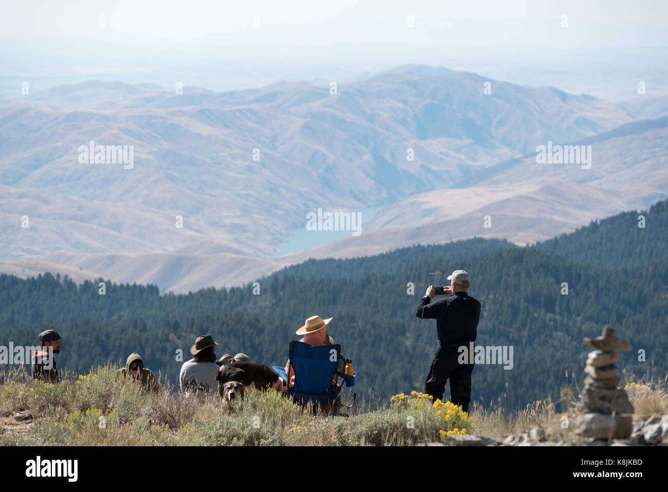 Eclipse watchers on the summit of Big Lookout Mountain in Eastern Oregon. - Stock Image