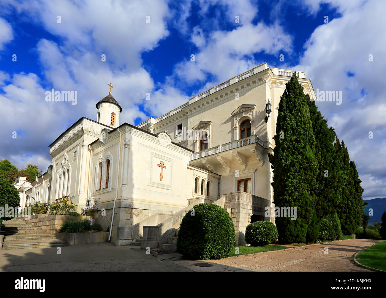 Ñhurch of the nineteenth century built in the Byzantine style and white palace nearby - Stock Image