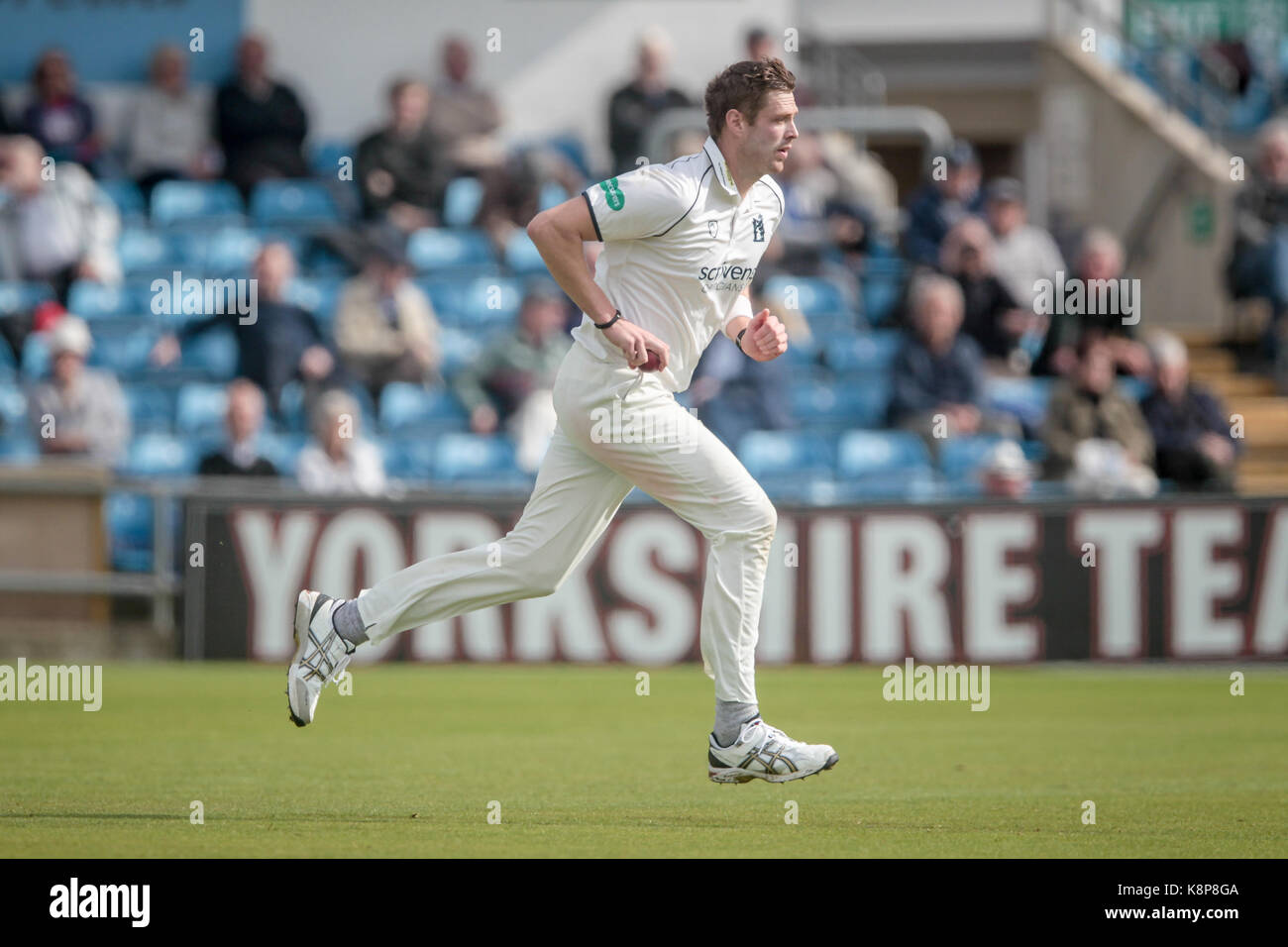 Leeds, UK. 20th Sep, 2017. Boyd Rankin (Warwickshire CCC) runs in to bowl at Jack Leaning (Yorkshire CCC) Yorkshire - Stock Image