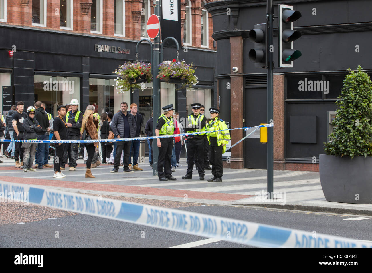 Leeds, UK. 20th Sep, 2017. The Bomb squad were called to attend a suspect package found in Leeds city Market on - Stock Image