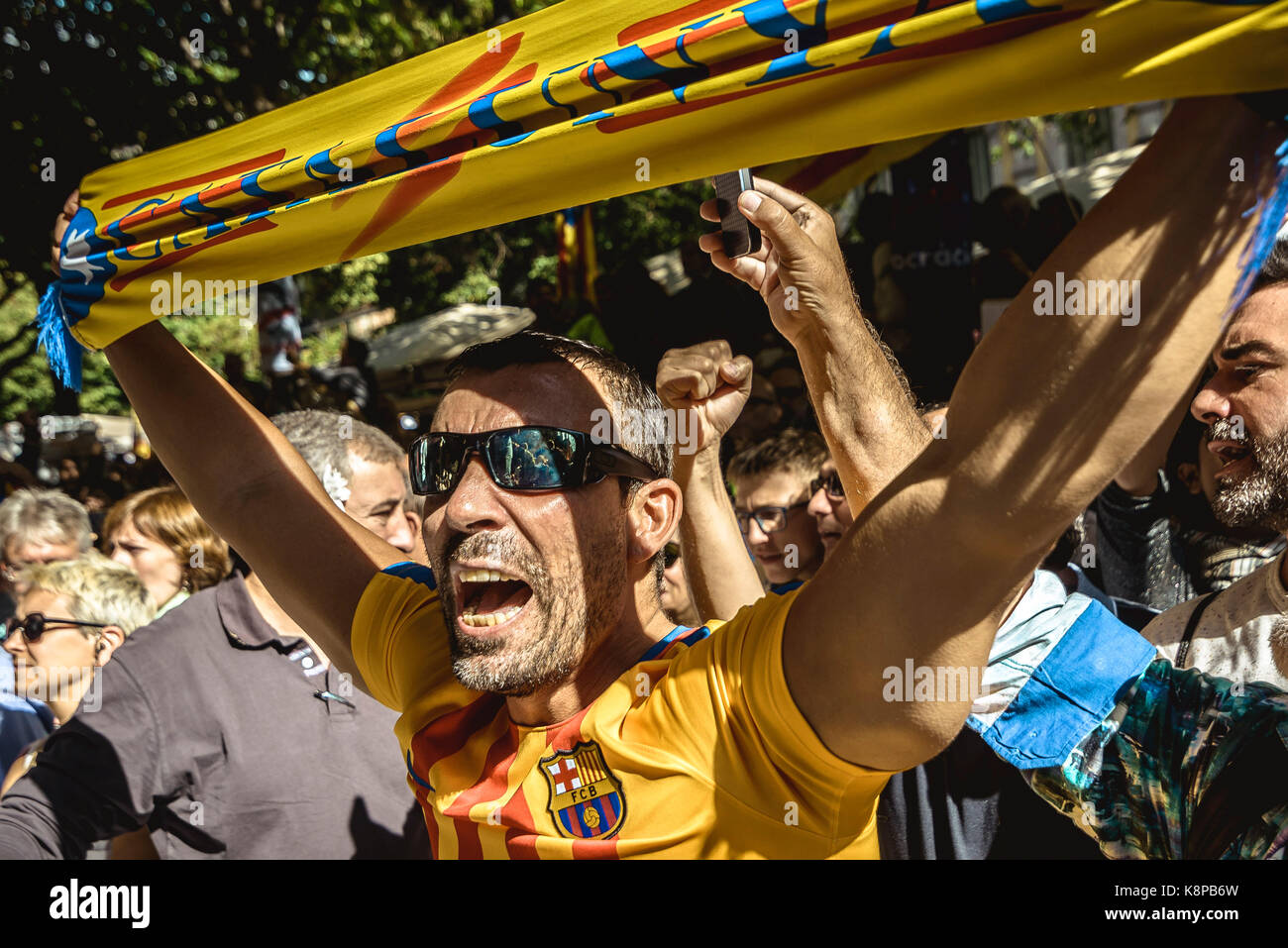 Barcelona, Spain. 20 September, 2017: Catalan separatists wave 'Estelada' flags and placards as they protest - Stock Image