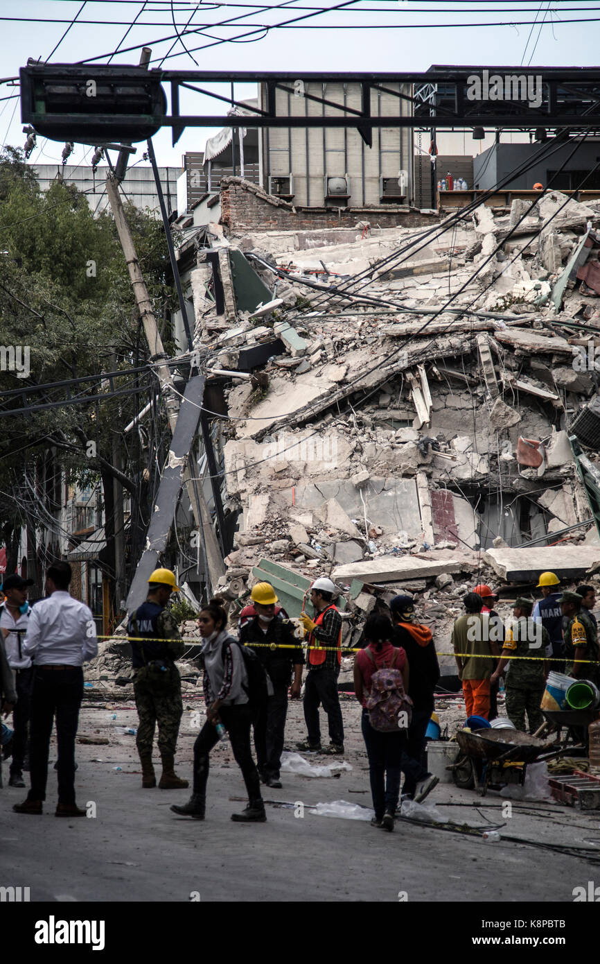 More than 220 dead by the powerful earthquake of magnitude 7,1 that shook the center of Mexico the day of the anniversary - Stock Image