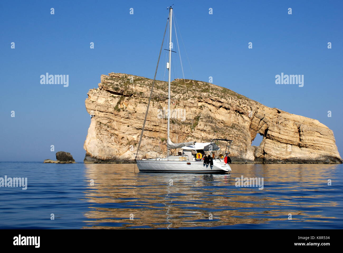 Sailing yacht anchored in front of Fungus rock, Dwejra bay, San Lawrenz, Gozo, Maltese archipelago - Stock Image
