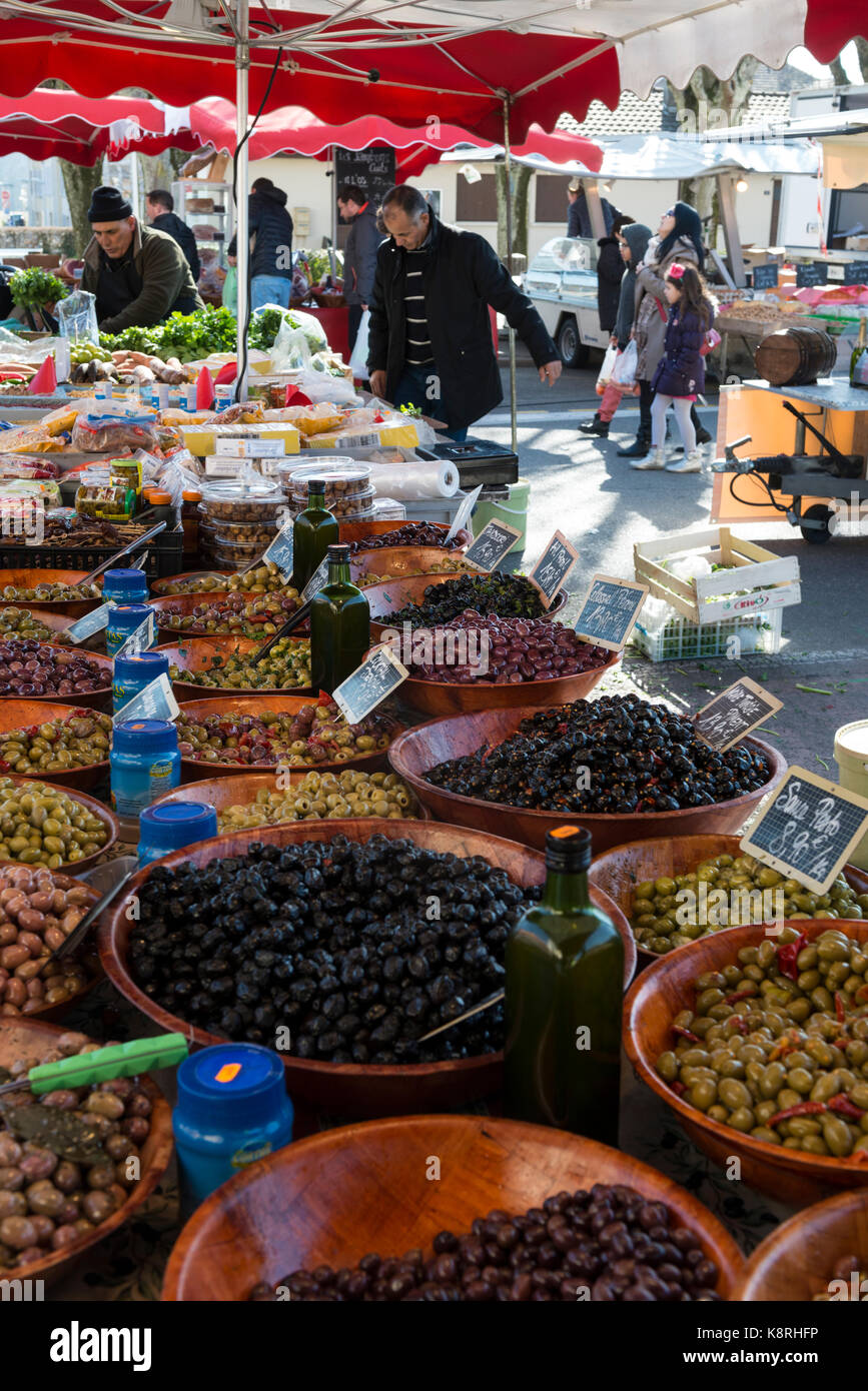 Olives on a market stall in Ferney Voltaire, Ain Rhone-Alpes, France - Stock Image