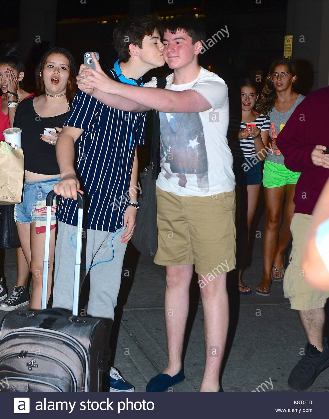 Nash grier cameron dallas and nash grier were spotted arriving in nash grier cameron dallas and nash grier were spotted arriving in nyc on monday they were greeted by a swarm of fans waiting to meet them m4hsunfo