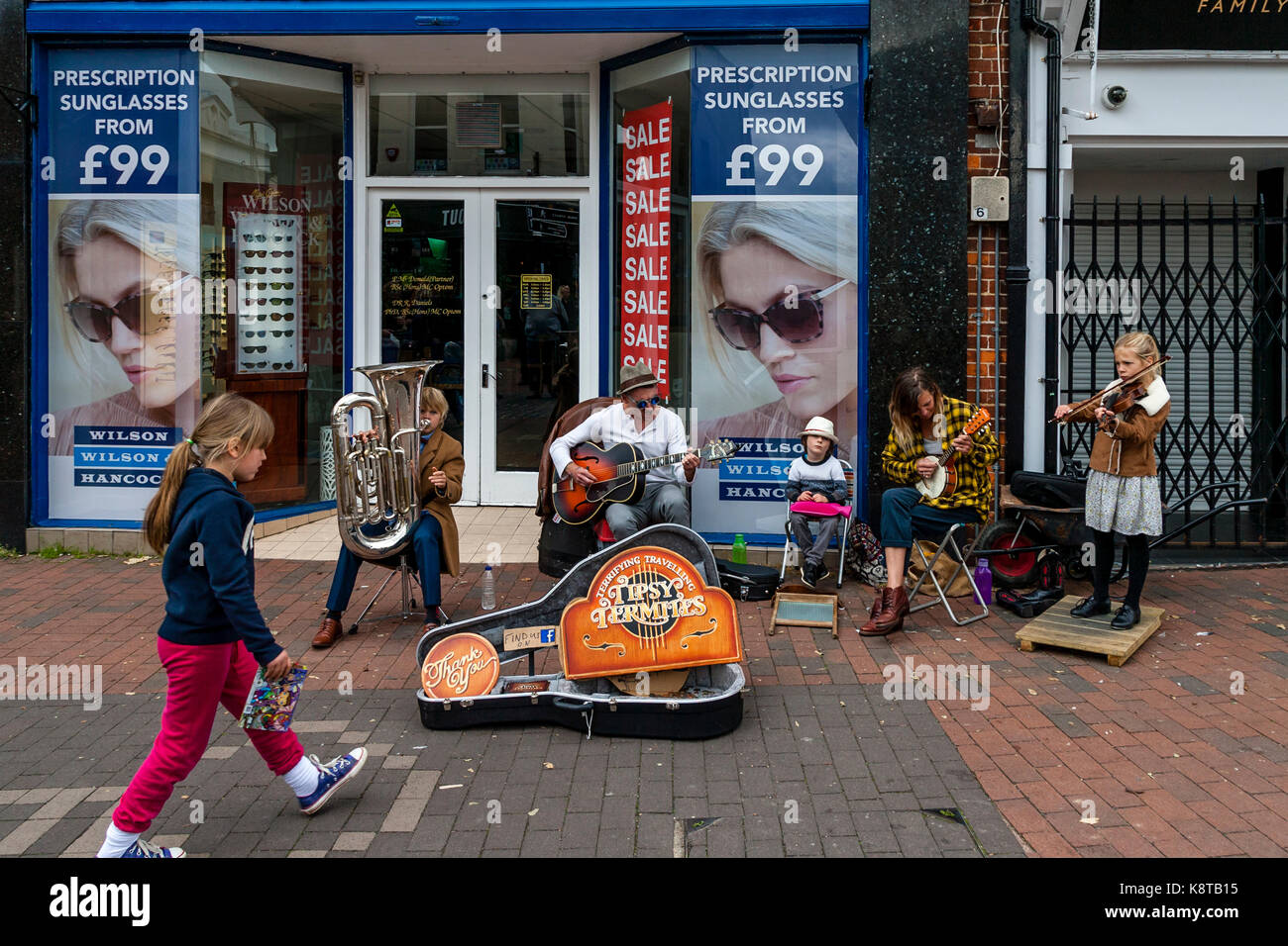 A Young Family Of Street Entertainers Perform In The High Street, Lewes, East Sussex, UK. - Stock Image