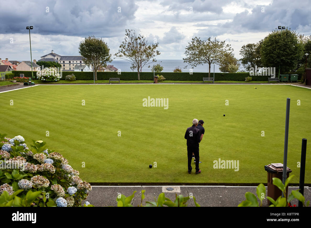 Two men on bowling green at Onchan, Isle of Man - Stock Image