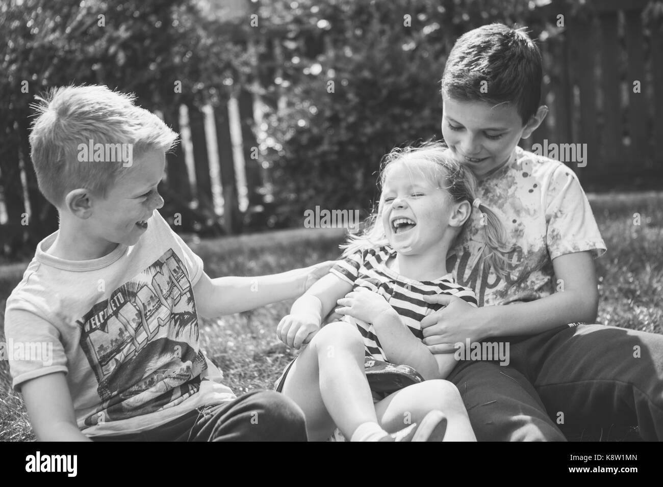 siblings playing outside - Stock Image