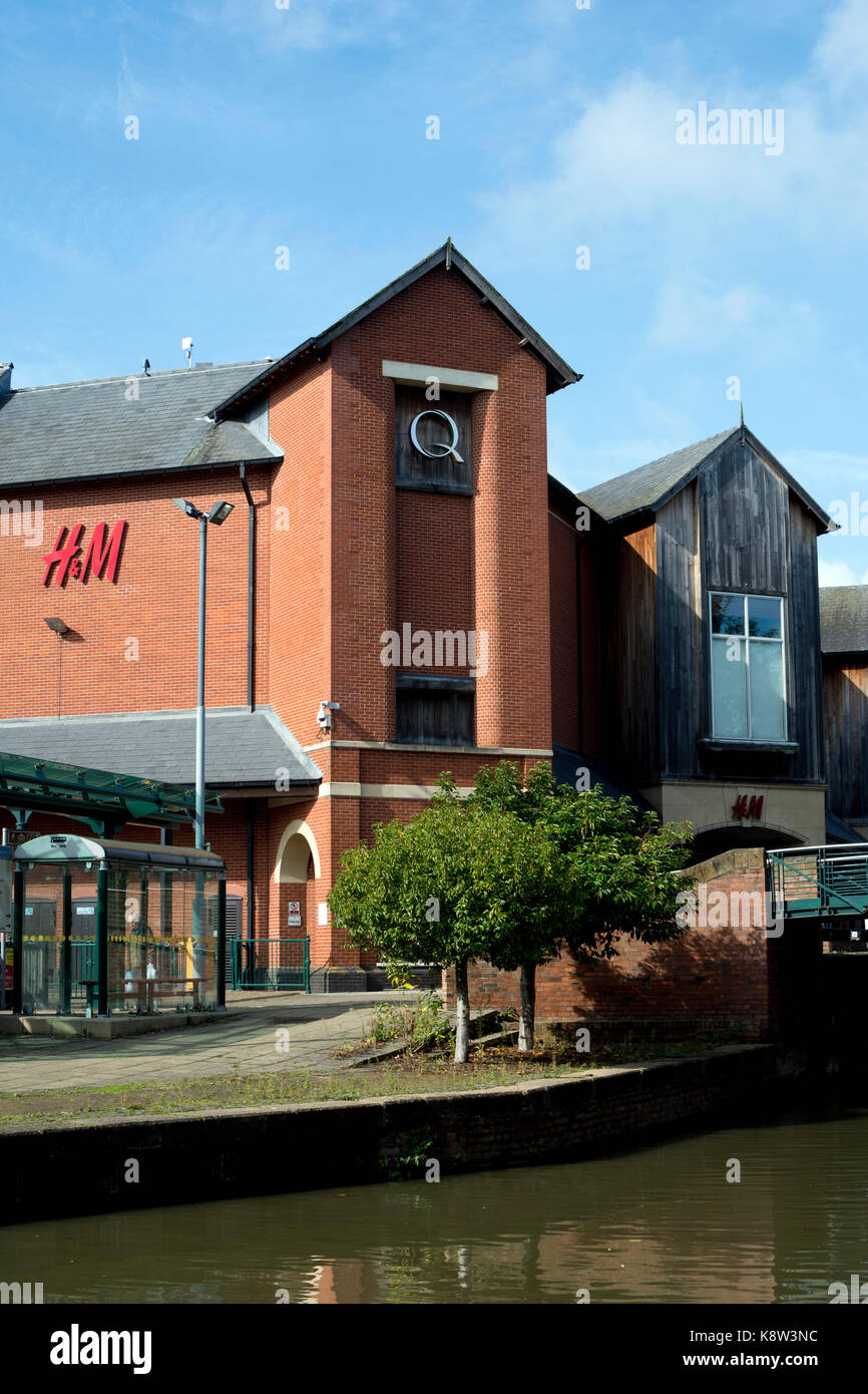 Castle Quay Shopping Centre seen from the Oxford Canal, Banbury, Oxfordshire, England, UK - Stock Image